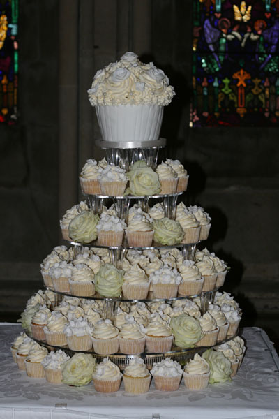 wedding cakes delivered to your door uk wedding cakes and cupcakes sprinkles and swirls 24166