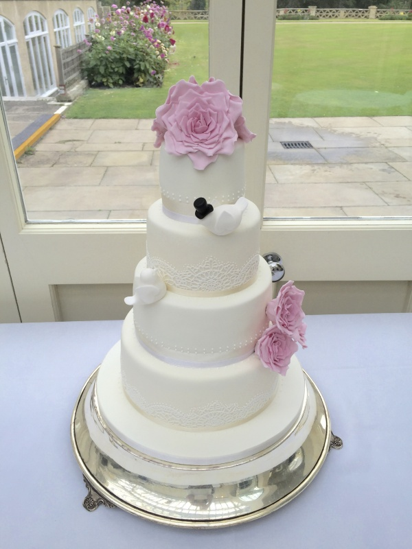 wedding cakes in kent wedding cakes gallery sprinkles and swirls cupcakes 24669